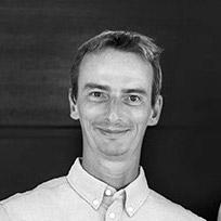 Axel Capron est le co-fondateur de Tip & Shaft, le média expert de la voile de compétition et de la course au large : Vendée Globe, Route du Rhum, Volvo Ocean Race, Solitaire du Figaro.