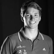 Louis Girard est dans l'équipe de France de planche à voile