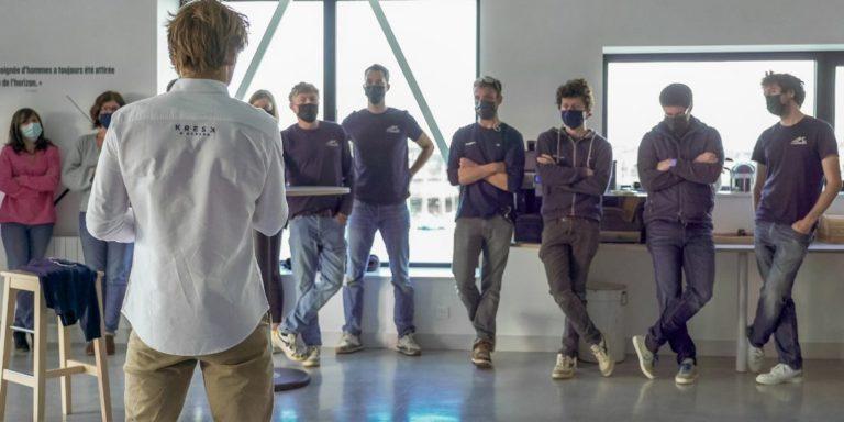 François Gabart annonce à ses équipes la bonne nouvelle