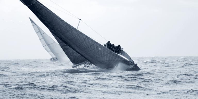 voilier sombre équipage au rappel