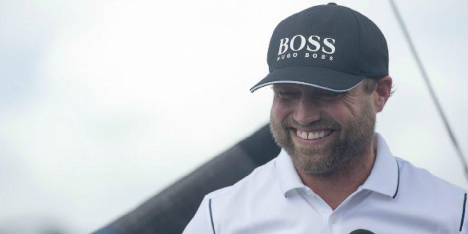 Alex Thomson, skipper de l Imoca Hugo Boss sur la ligne d arrivee de la Route du Rhum-Destination Guadeloupe 2018 - Pointe a Pitre le 16/11/2018