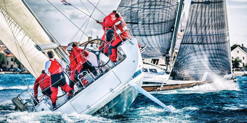 Adhésifs pour bateaux de course