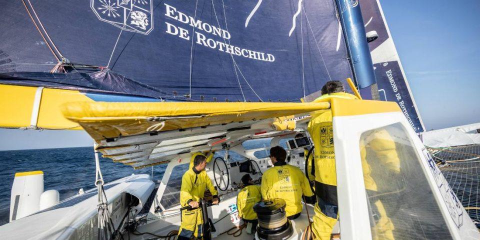 L'équipage du Maxi Edmond de Rothschild prépare le Trophée Jules Verne